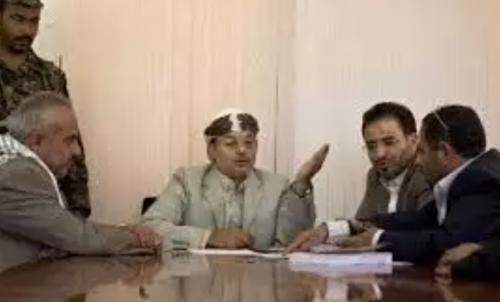 شقيق زعيم الحوثيين يقوم أكبر عملية فرز طائفية في مؤسسات الدولة