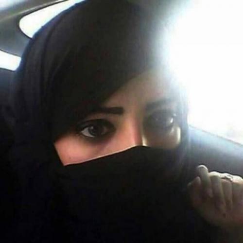 """شاهد.. ماذا تعمل أرملة يمنية في """"جنح الليل"""" بعد وفاة زوجها؟"""