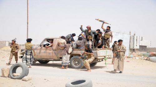 هذا ماحدث قبل ساعات من سيطرة الحوثيين على معسكر ماس