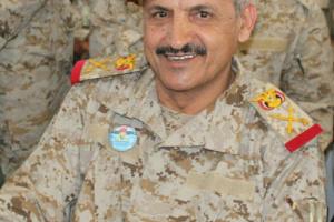نشر صورة القائد العسكري الكبير الذي هرب من ماس بمارب واقاله الرئيس هادي