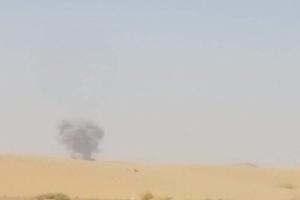 """شاهد بالفيديو.. وقوع العشرات من مليشيا الحوثي في """"مصيدة"""" الجيش الوطني وطيران التحالف العربي"""