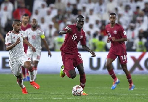 صدام مثير بين قطر والإمارات على آخر تذكرة للمربع الذهبي