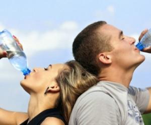 إذا كنت تعاني من الجفاف.. أطعمة ومشروبات عليك تجنبها