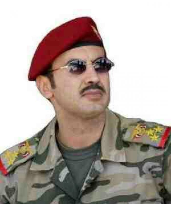 نجل المخلوع يوجه بتسليم معسكرات الحرس لقوات الشرعية
