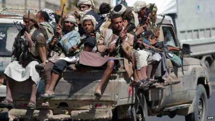 مصادر تتحدث عن بدء انسحاب الحوثي من المخافر والنقاط الامنية بصنعاء