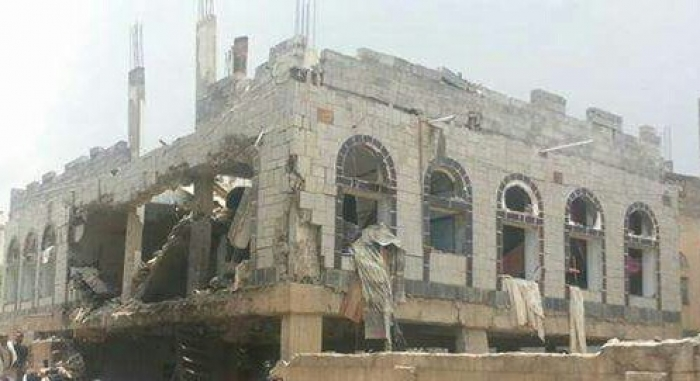بالصورة .. جماعة الحوثي تفجر منزل شيخ من اب