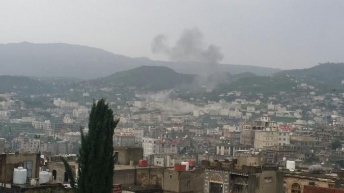 شاهد .. اولى صور قصف طيران التحالف لمدينة اب صباح الجمعة