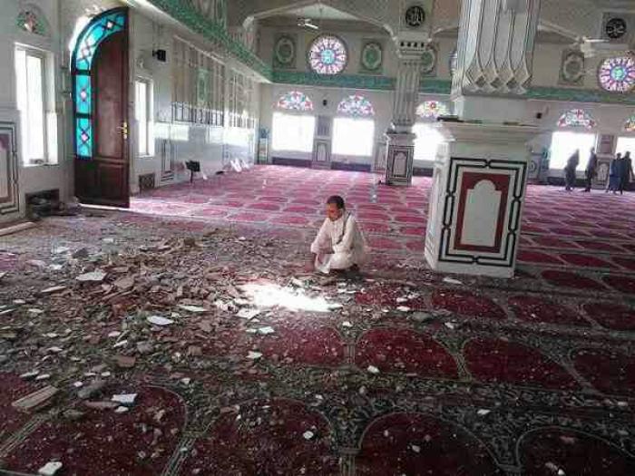 صورة .. سقوط 50 مدني بين قتيل وجريح في قصف حوثي استهدف مسجد السعيد بتعز في صلاة الجمعة