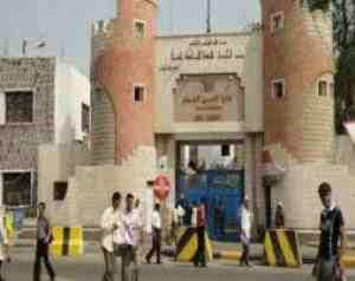 تطورات خطيرة في عدن وانقلاب بنكهة الانفصال على الشرعية