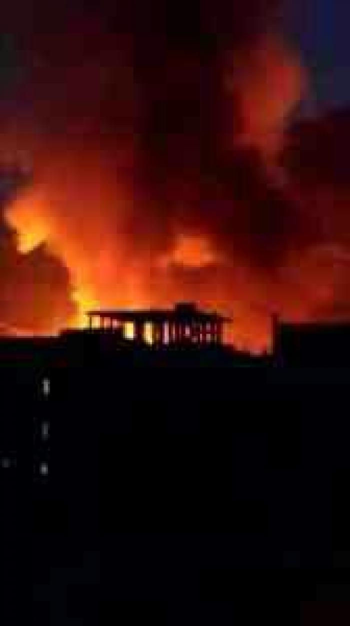 شاهد .. الانفجارات تهز صنعاء صباح اليوم