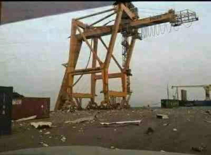 الحوثي الذي دمر كل شيء في عدن .. يطالب بحماية دولية لميناء الحديدة