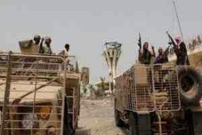 """شيخ""""عدني""""موالي للمخلوع يهاجم قوة اماراتية في عدن"""