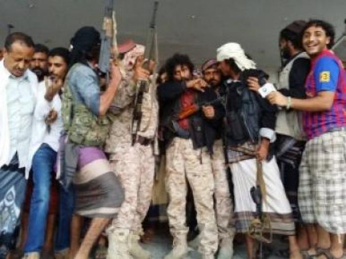 """بالصور .. حشود بعدن تستقبل القيادي بالمقاومة الجنوبية المفرج عنه """" ابو همام """""""