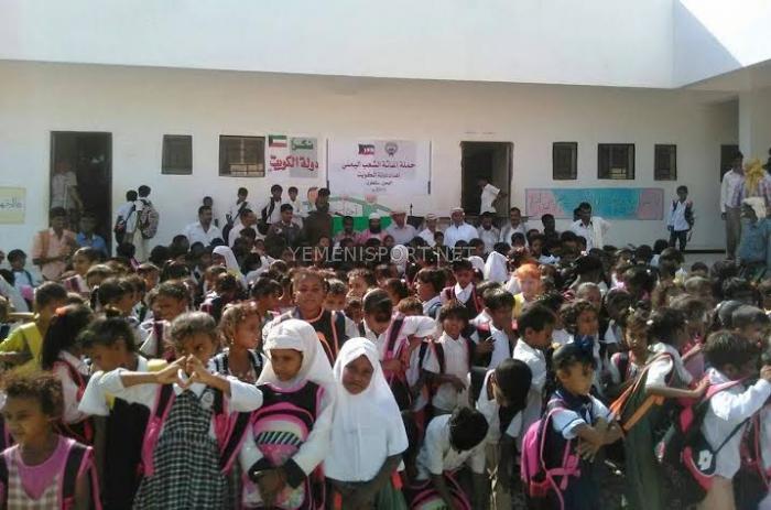 اللجنة الكويتية للإغاثة  توزع الحقيبة المدرسية لطلبة سقطرى