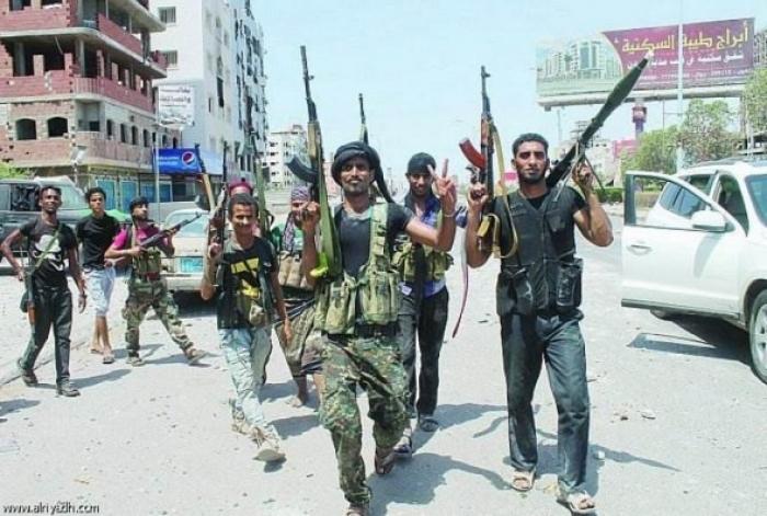 شاهد بالفيديو. . شجاعة غير مسبوقة لأحد افراد المقاومة الشعبية في تعز