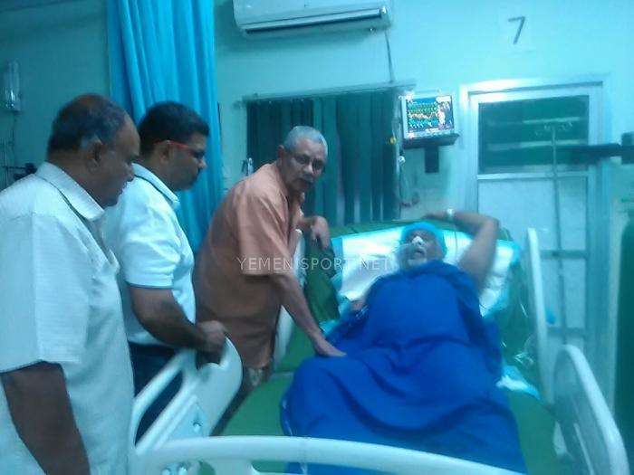 بتكليف من البكري : عزام خليفة يزور الكابتن جميع في المستشفى