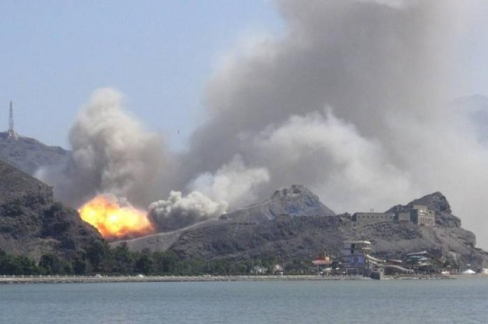 التحالف يحرق محطة وقود في شبوة تزود المليشيات بالوقود