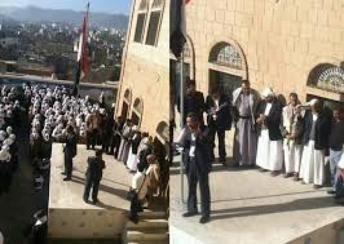 شاهد بالفيديو :  طالبات مدرسة بدر الكبرى بصنعاء يطردن ممثلي مليشيات الحوثي