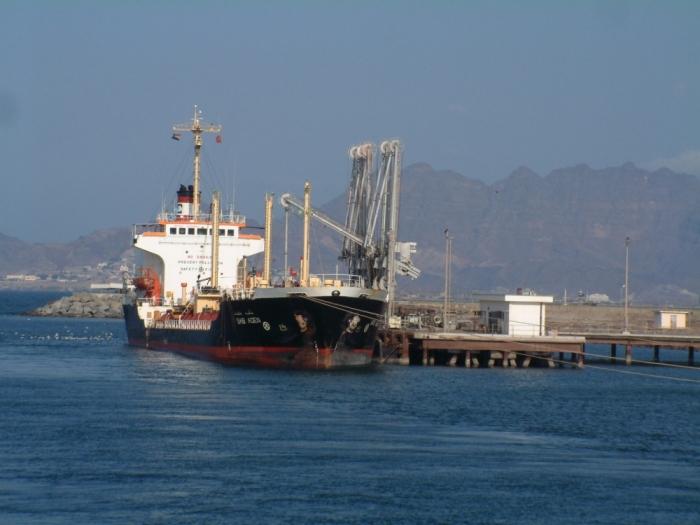 حركة الملاحة تعود إلى ميناء عدن أكبر موانئ العالم