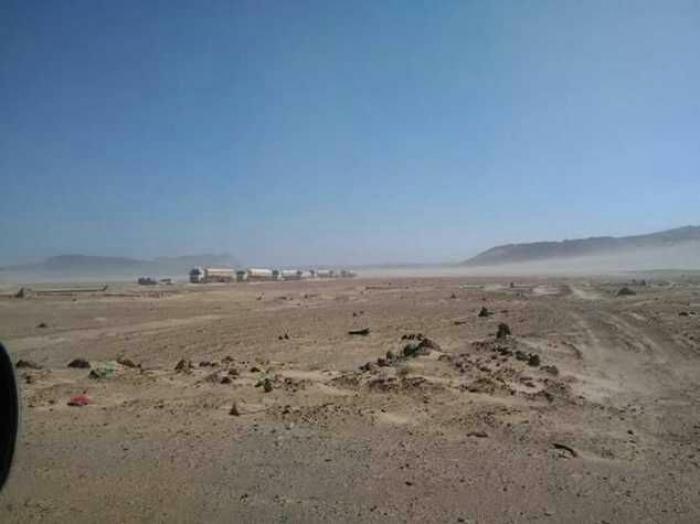 شاهد الصورة .. ميناء البيضاء الذي يزود الحوثي بالمحروقات والسلاح