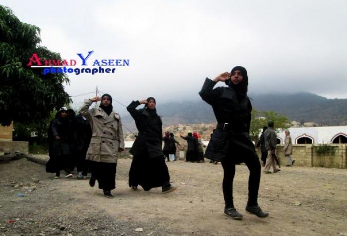 شاهد بالصور.. تدريبات عسكرية للنساء في تعز