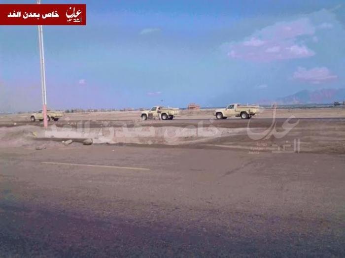 شاهد بالصور وصول آليات ومركبات عسكرية مقدمة من دولة الإمارات لأمن عدن