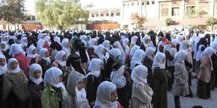 فضيحة مدوية .. مليشيا الحوثي تقوم بتصوير طالبات مدرسة ثانوية بعد اجبارهن على القيام بهذا الفعل الشنيع