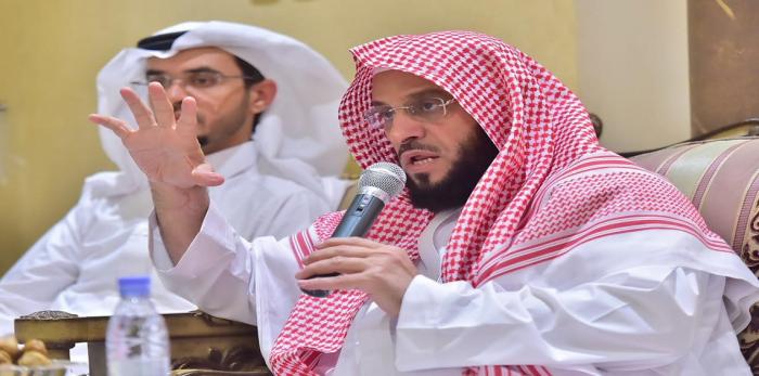 """هكذا تفاعل السعوديون مع إدانة الداعية الشهير عائض القرني بـ""""السطو"""" على كتاب"""