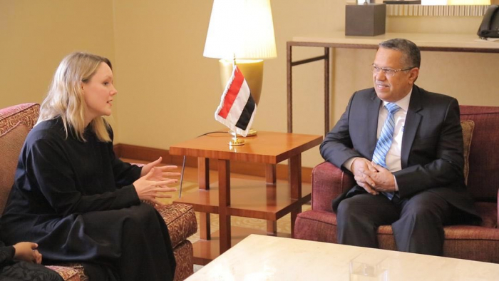 رئيس مجلس الوزراء يلتقي القائمة بأعمال السفير البريطاني لدى بلادنا