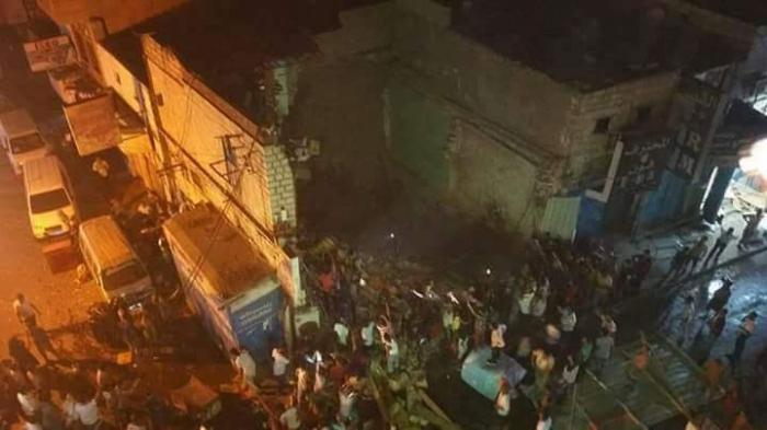كارثة : انهيار مبني سكني ماهول في مدينة عدن قبل قليل ..صورة