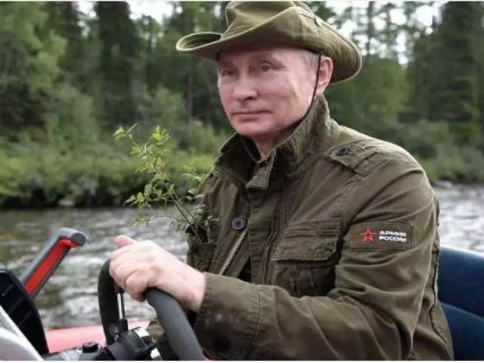 الرئيس الروسي بوتن يكشف عن مهنة جده الخطيرة مع لينين وستالين