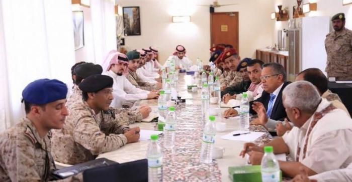 بالفيديو: هذا مادار بين بن دغر واللجنة السعودية بسقطرى