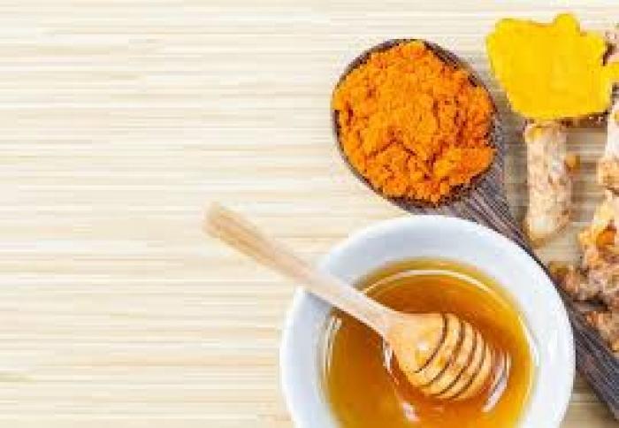 العسل و الكركم واستخدامه كمضاد حيوي للعلاج
