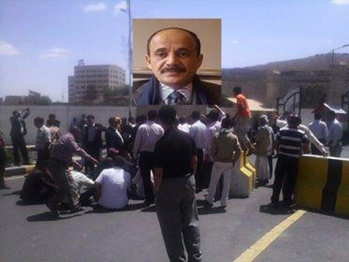 مظاهرات داخل الوزارات واعتقال وزير أثناء فراره من صنعاء.. هل بدأت انتفاضة المؤسسات ضد المليشيات؟