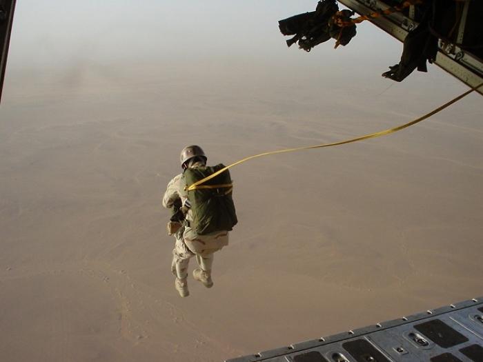تفاصيل أول عملية انزال مظلي للقوات السعودية في الحديدة .. ومصادر عسكرية تكشف نتائجها