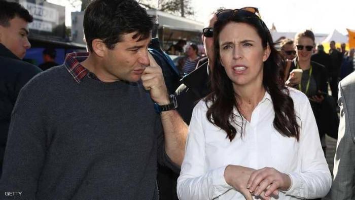 شاهد بالصورة.. رئيسة وزراء نيوزيلندا تضع مولودتها الأولى