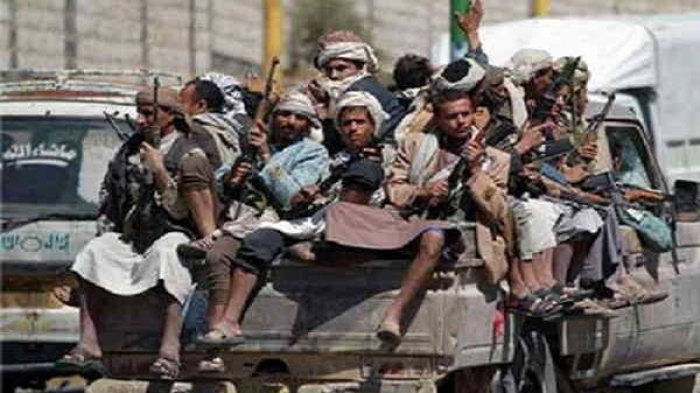 شاهد لحظة هلع وهروب جماعي مليشيات الحوثي الإنقلابية.. (فيديو)