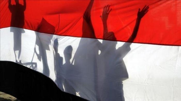 """شاشات المونديال في اليمن.. """"تسلل"""" في وقت الحرب الضائع"""