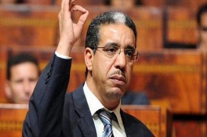 شاهد بالفيديو.. دفن وزير مغربي حياً في الصحراء امس