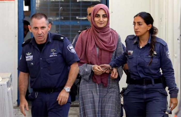 صور شابة تركية مقيدة في محكمة إسرائيلية تثير غضبا شعبيا