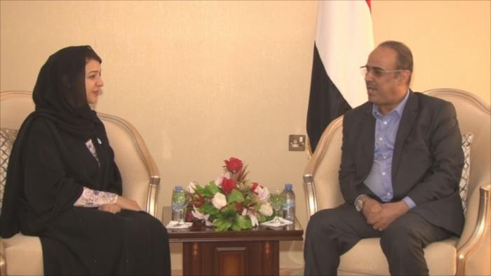 لماذا تتجاهل الامارات رئيس الوزراء بن دغر وتتقرب من نائبه الميسري ؟!