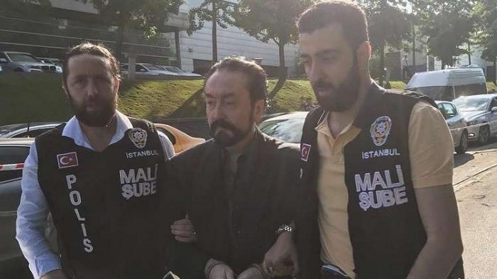 """بالصور والفيديو : ملك """"الانحلال"""" في قبضة أردوغان!"""