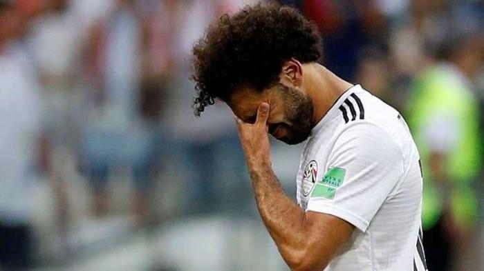 مستشار السيسي يكشف للمصرين ما يعانيه محمد صلاح