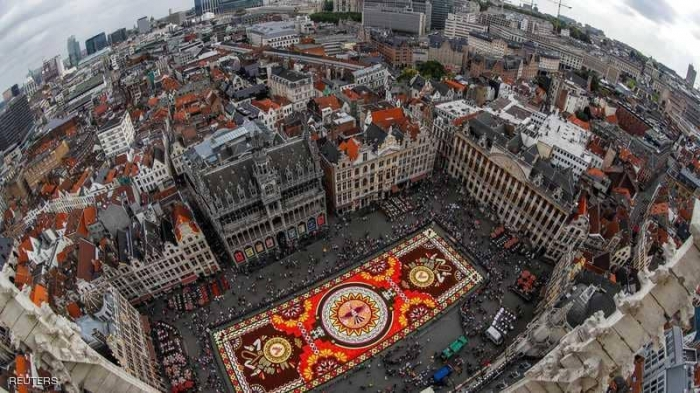 شاهد صورة فضائبة لـ سجادة زهور عملاقة تأسر الأنظار في وسط بروكسل