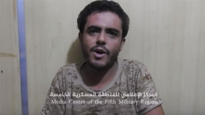 بالفيديو.. مشرف حوثي يقع بيد الشرعية ويدلي بهذا التصريح
