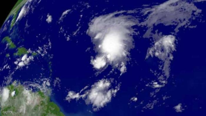 """""""إعصاران نادران"""" في وقت واحد يثيران قلقا عالميا"""