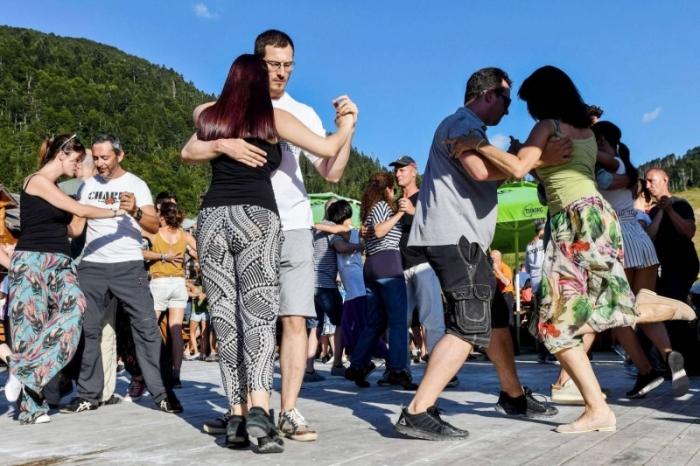 بالصور.. رقصة التانغو تنشط العضلات وتحسن المزاج
