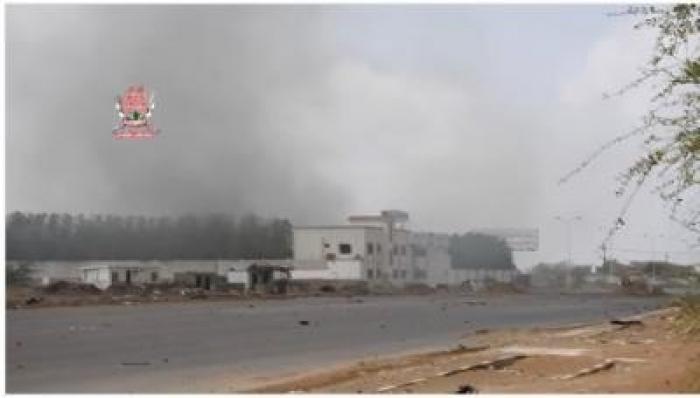 عاجل : الاشتباكات تنتقل إلى وسط مدينة الحديدة ومسؤول محلي يوجه دعوة هامة للمواطنين