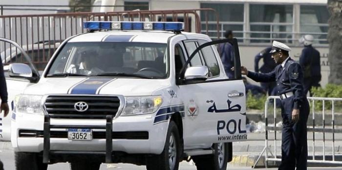 شاهد : القبض على سيدة تتجول عارية في شارع بالبحرين