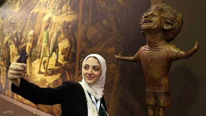 محمد صلاح يتصل بصاحبة التمثال